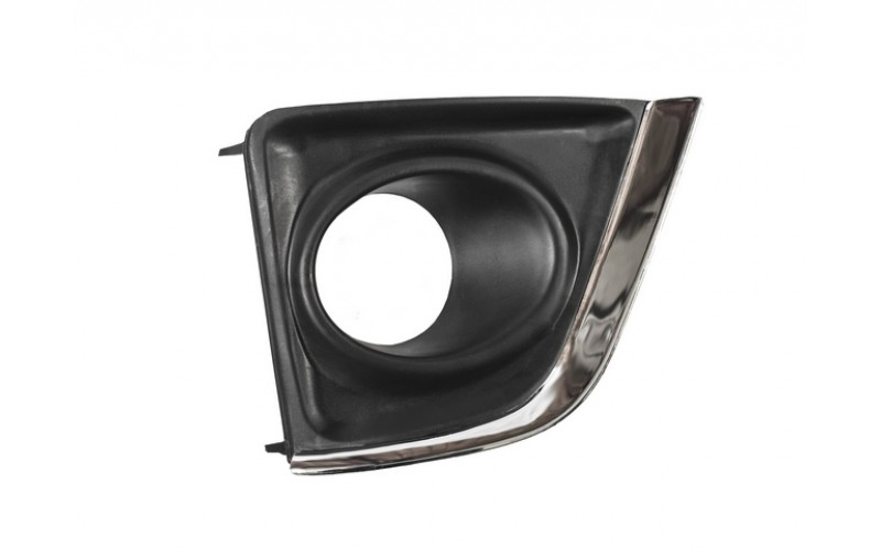 Оправа туманки правая Toyota Corolla E180 13-