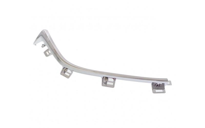 Молдинг решетки радиатора правый Mazda 3 13-